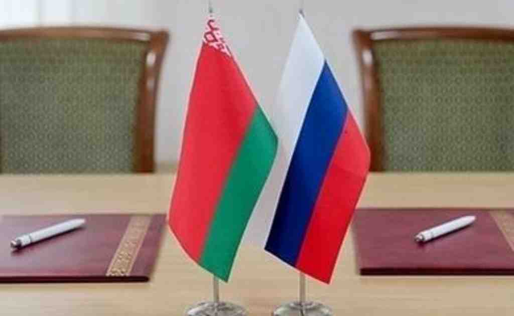 russia belarus flags peregovory